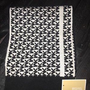 NWT Michael Kors reversible  MK logo scarf